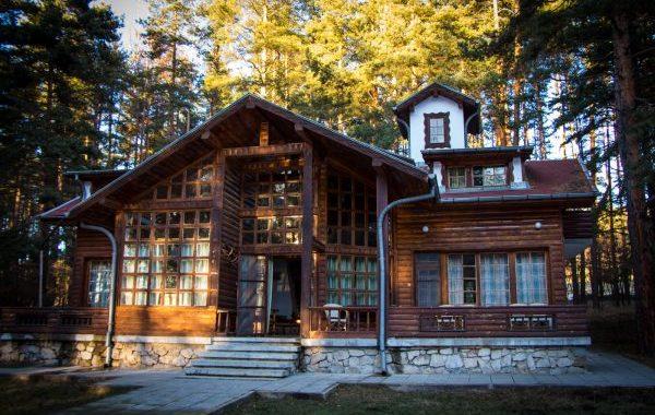 Дървената къща видео